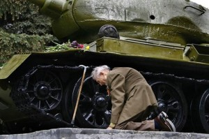 WW2 Russian tank veteran finally found the old tank in which he rode through in the entire war.